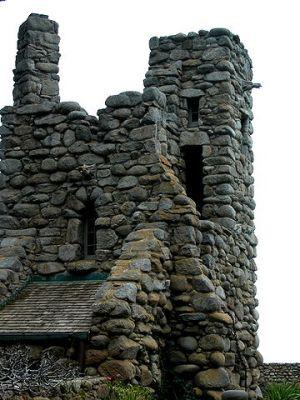 360px-Robinson_Jeffers_Hawk_Tower,_Tor_House,_Carmel,_CA_2008_Photo_by_Celeste_Davison