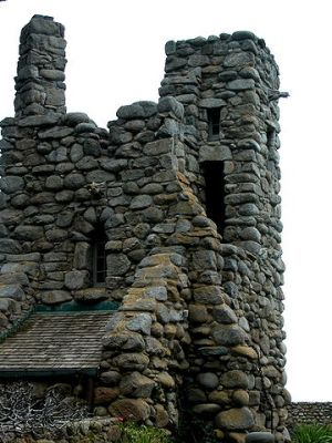 360px-Robinson_Jeffers_Hawk_Tower,_Tor_House,_Carmel,_CA_2008_Photo_by_Celeste_Davison
